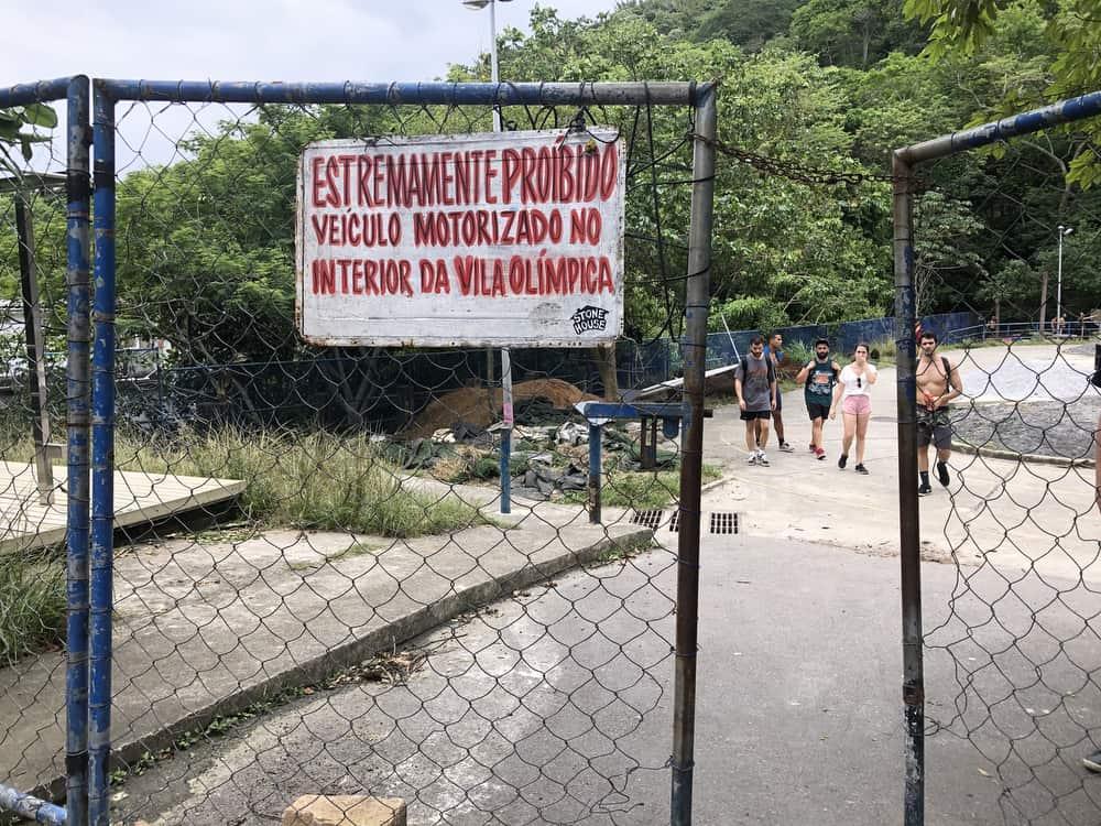 Leading to the trailhead of Dois Irmãos